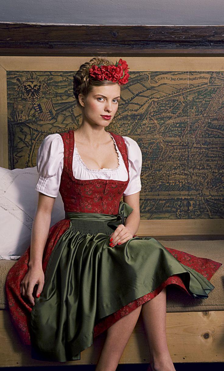 Julia #Trentini - Schürze Irmi #Dirndl #Trachten München #Munich #Trachtenfotos