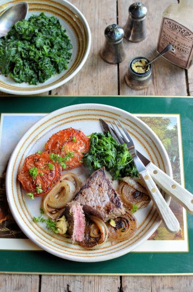 Under 300 calories: Recipe for Pepper Steak with Pan-fried Onions, Tomatoes and Spinach http://www.lavenderandlovage.com/2013/11/paleo-52-diet-recipe-for-pepper-steak-with-pan-fried-onions-tomatoes-and-spinach.html