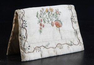 Plånbok siden broderier sent 1700-tal / sekelskiftet 1800   Lauritz.com