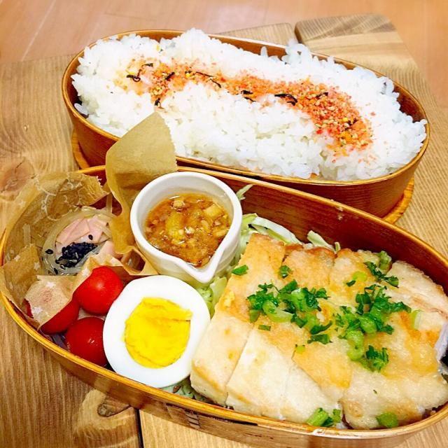 大好き油淋鶏(≧∇≦) - 38件のもぐもぐ - 油淋鶏弁当(タレは別)。ゆで卵。トマト。中華風春雨サラダ。 by Reina Reina