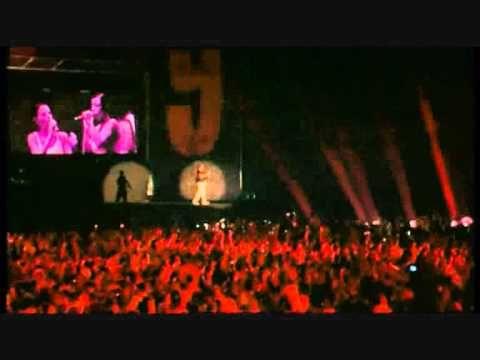 Fra di noi   c'è bisogno d'armonia   poi diventa facile   aiutarsi a vivere   se fra noi   gli occhi si capiscono   già le nostre anime   viaggiano all'unisono   ora tu, giovane amore mio   stammi bene accanto perché   questo è solo il punto di partenza   tutto il resto poi verrà da sé   tu lo sai quello che spero io   è vederti sempre così   ch...