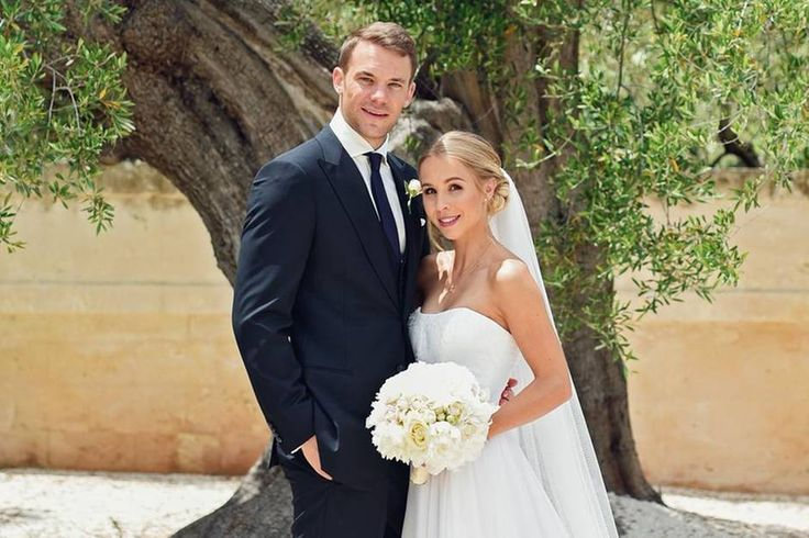 Neuer and new wife