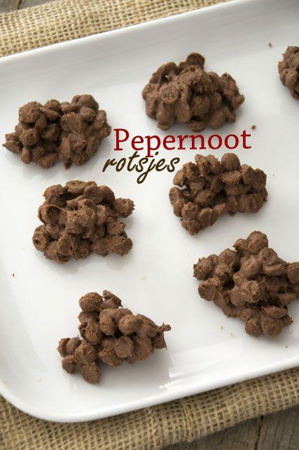 Pepernootrotsjes gemaakt van mini pepernootjes en chocolade voor een lekker sinterklaas avondje!