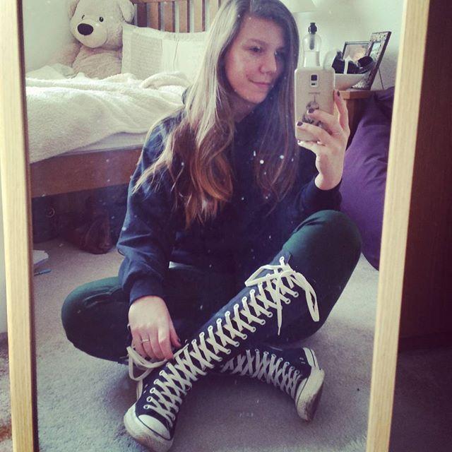 881ee4ee89d1 knee high converse girls