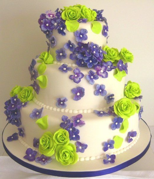 Wedding Cakes Pictures: Purple & Green Round Wedding Cakes