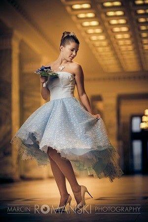 Panna Młoda jako Kopciuszek, niebieska suknia ślubna, sesja ślubna, książę z bajki