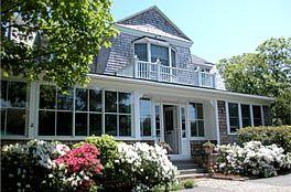 Martha's Vineyard Bed & Breakfast lodging accommodations -- Hanover House Inn, 1-800-696-8633