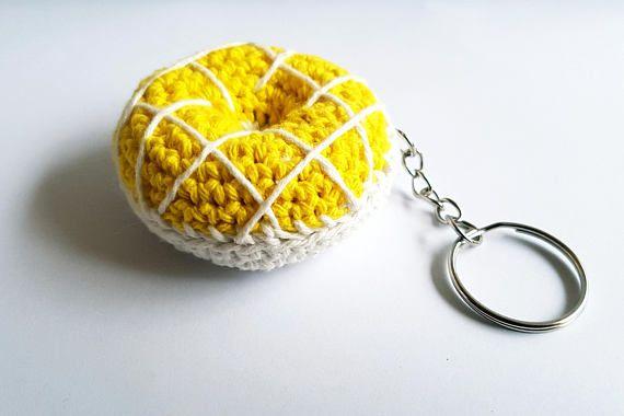 Bekijk dit items in mijn Etsy shop https://www.etsy.com/nl/listing/549701509/gehaakte-sleutelhanger