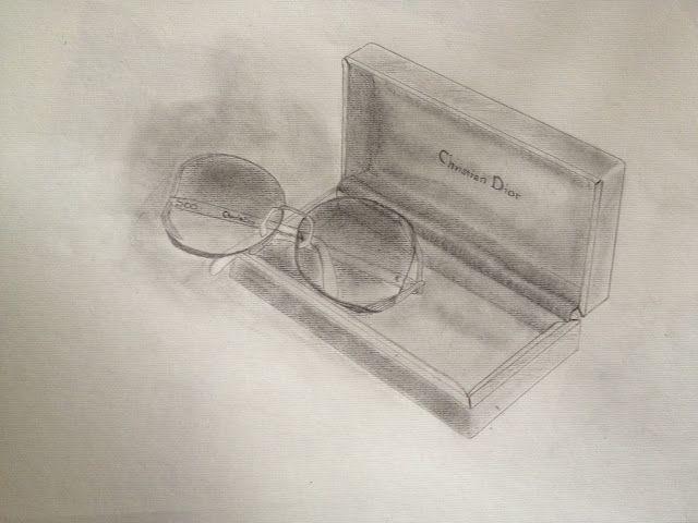 Dior - Brille perspektivische Zeichnungen   (z.B. ein Objekt aus unterschiedlichen Blickwinkeln zeichnen)