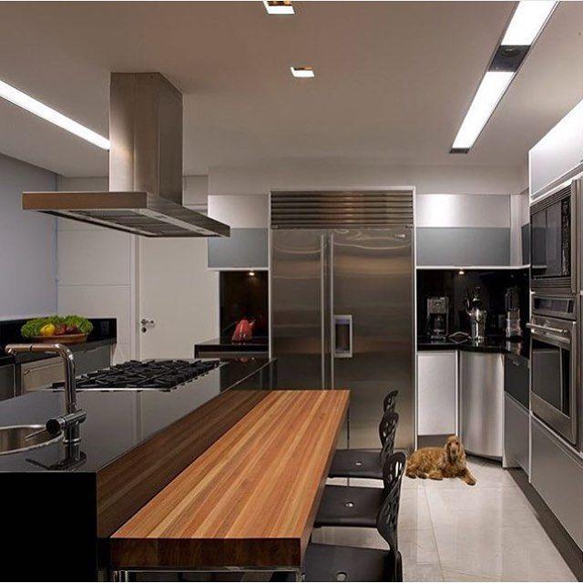 Cozinha por Márcia Carvalhaes Belo Horizonte | MG #decor #decoracao #detalhes #details #desing #designinteriores #decoration #decorating #style #furniture #home #homedecor #homedecoration #homedesing #homestyle #interior #interiordesing #inspiration #inspiração #ideias #instaarch #instadecor #instamood #instadesign #instagood #instahome #arquitetura #architecture #escultura.