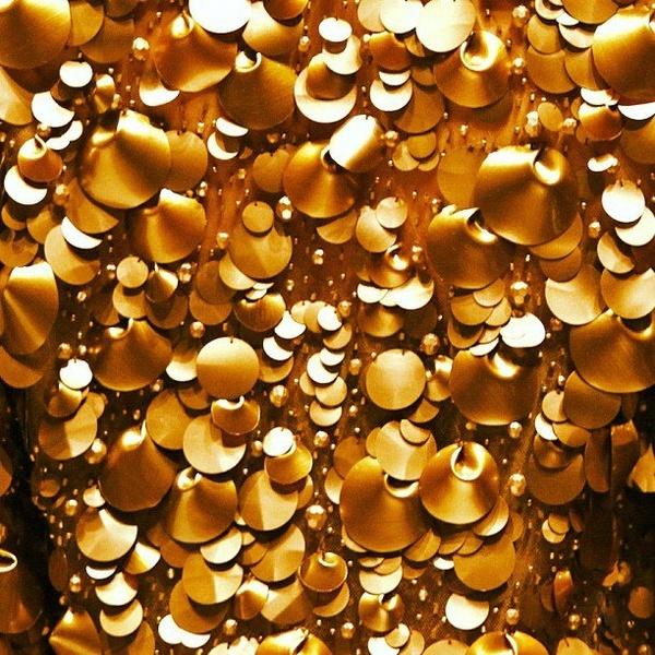 GOLD Gold gold...OSCAR DE LA RENTA fashion