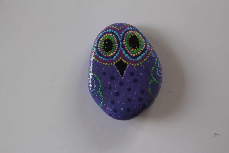 http://de.dawanda.com/product/89601411-handbemalter-stein---lila-eule