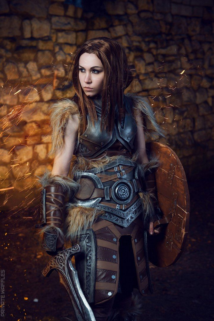 Lydia (Skyrim) Cosplay by ErinLiona | Skyrim cosplay ...