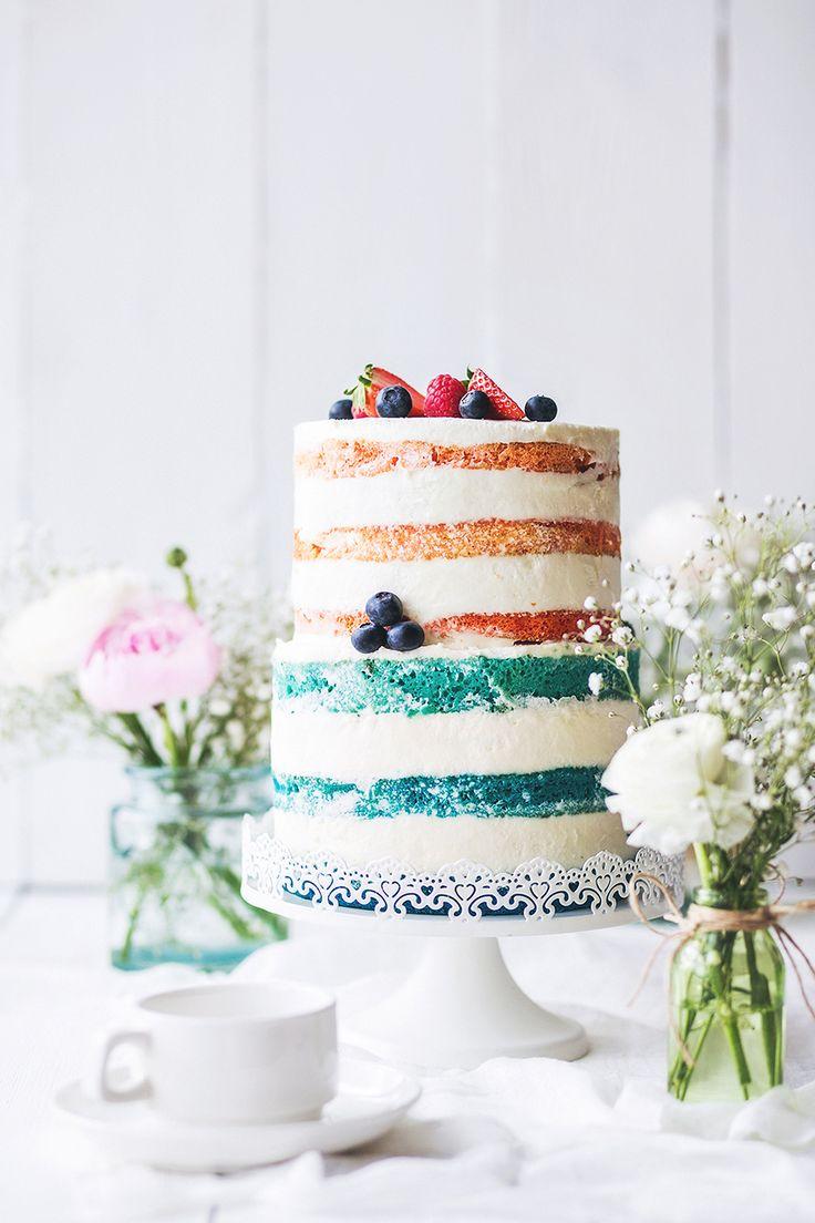 Отличная идея – сочетать в главном свадебном угощении сразу две тенденции. Почему бы не сделать торт с открытыми коржами с эффектом Омбре? Ombre naked cake.