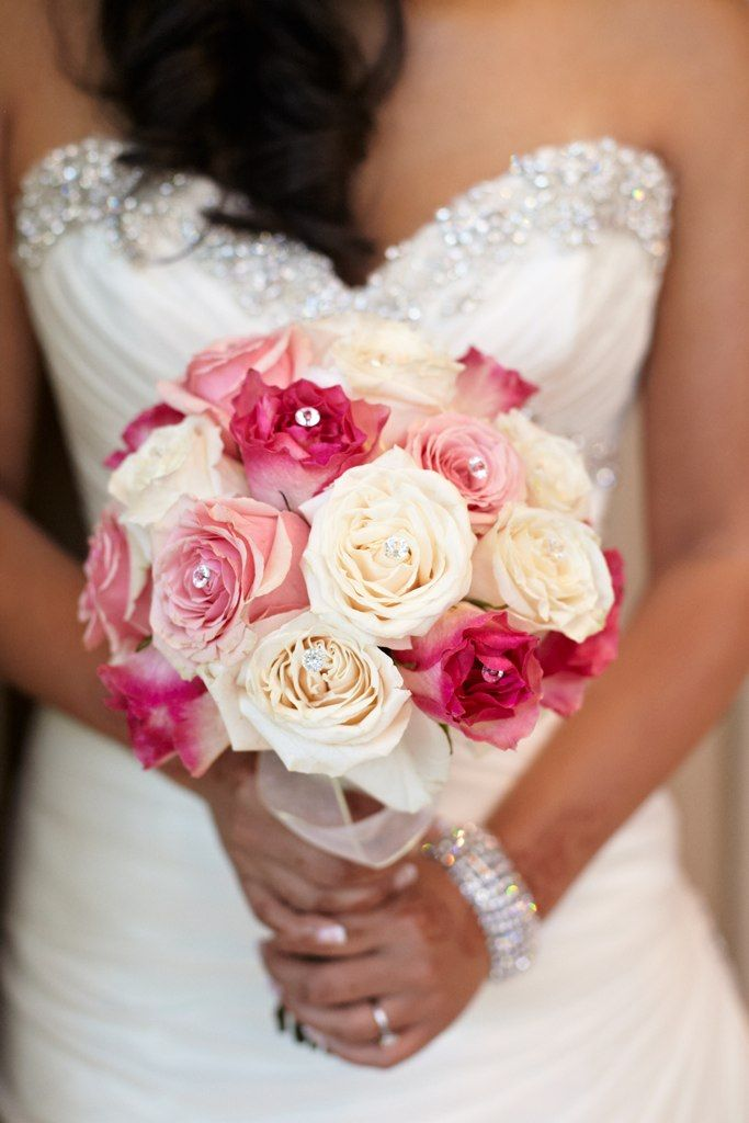 @Roxana Greszta Rad   white and pink rose bouquet