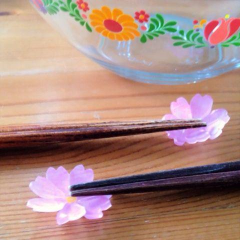 立体だけど簡単♪プラバンでお花の箸置きを作ろう! | Handful