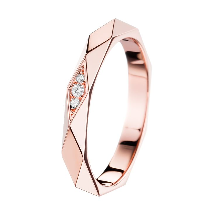 Facette Pink Gold Wedding Band , a Maison Boucheron Bridal creation. A Boucheron creation tells a Story, that of the Maison and your own.