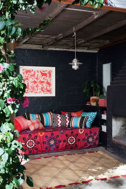 nice little outdoor bohemian spotOutdoor Seats, Interiors Design, Gardens, Outdoor Room, Outdoor Benches, Patios, Outdoor Area, Outdoor Spaces, Black Wall