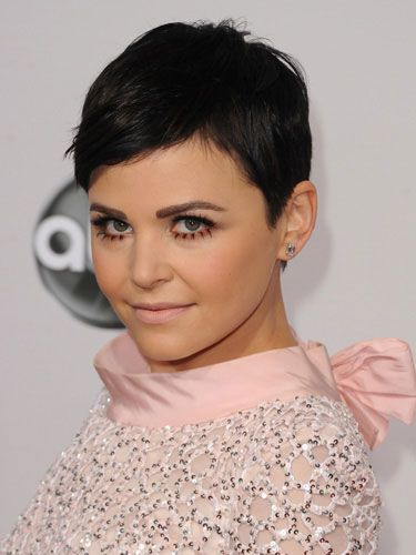 With never a cropped hair out of place, this actress has the short hair game on lock. #iconic #pixiecut #hairstyle #haircut #GinniferGoodwin