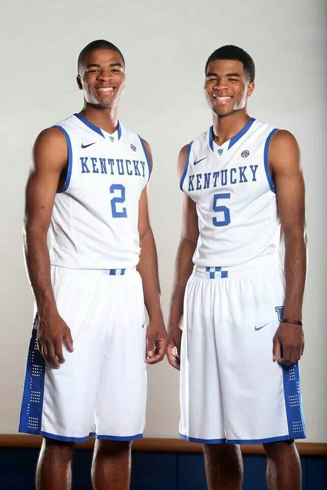 TWINS: Aaron and Andrew Harrison - Basketball Players with the University of Kentucky Wildcats. Aaron and Andrew Michael Harrison were born 28 October 1994 in San Antonio, Texas, USA. Aaron is the older of the TWINS by 1 minute.