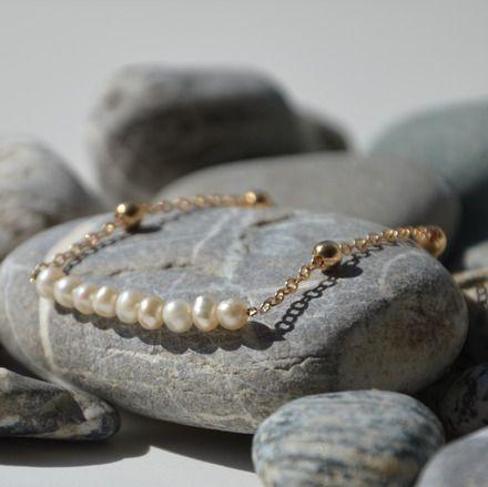 Bracelet Perles De Culture Naturelle Chaîne Doré, Bijoux fin, Bijoux idéal pour le mariage  Chic et fin bracelet en perles de culture naturelle (diameter 4mm environ) qui prov - 15931101