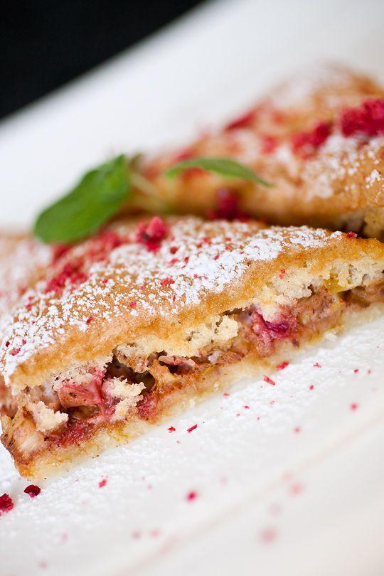 Estonian rhubarb cake -  Biskviitkattega rabarbrikook