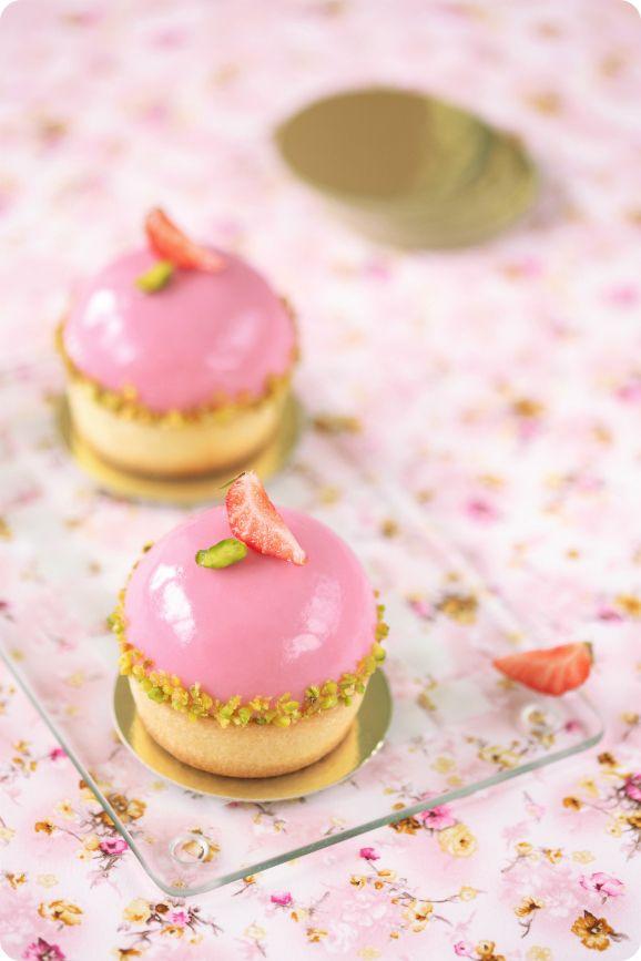 Verdade de sabor: Pistachio cake with strawberry cream / Tarteletes de pistáchio com cremoso de morango silvestre