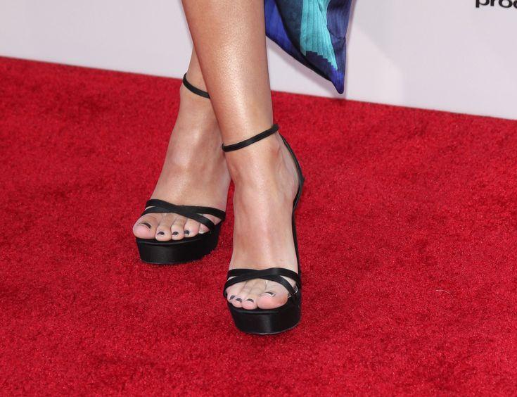 Olivia Holt's Feet << wikiFeet