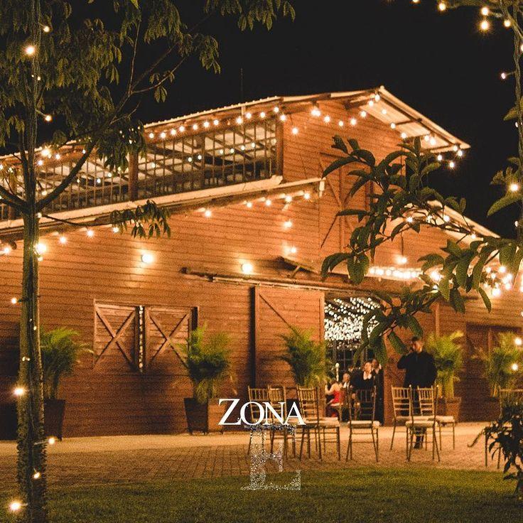 #ElEstablo un espacio lleno de calidez, en un entorno envidiable.    Contáctanos al 3106158616 / 3206750352 / 3106159806 y reserva desde ya, atendemos todos los días de la semana y fines de semana incluido festivos. www.zonae.com    #ZonaE  #ZonaELlangrande #bodasmedellin #CasaBali #GreenHouse #BodasAlAireLibre #weddingplaner #BodasCampestres #bodas #Eventos #boda #wedding #destinationwedding #bodascolombia #tuboda #Love #Bride