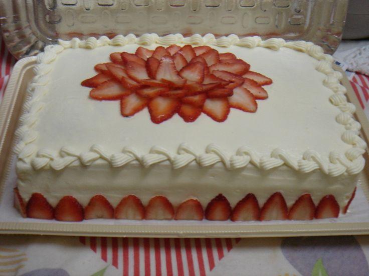 Bolo de aniversário de chocolate branco