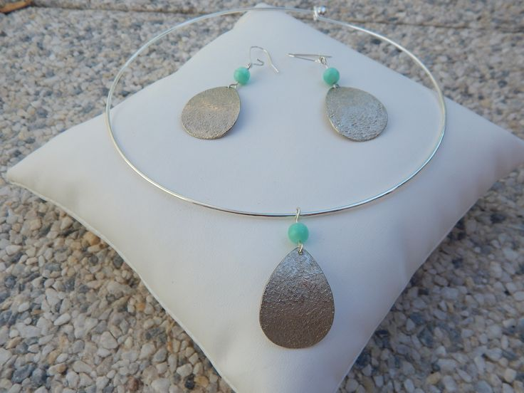 """Parure """"Goutte"""" argentée perles turquoise (boucles et collier assortis) : Parure par bijou-lie"""