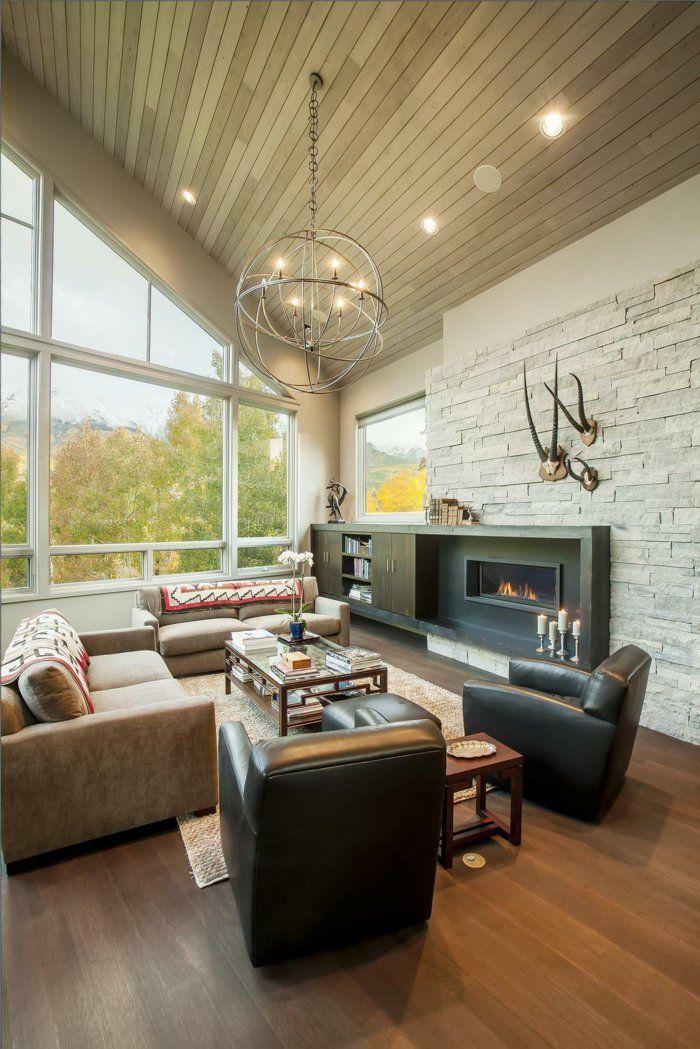 Elegant wohnzimmer steinwand ledersessel leuchter dachschr ge