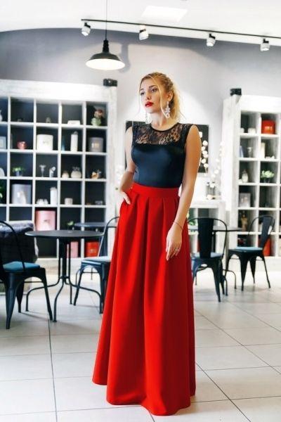Вечернее платье в пол без рукавов с гипюром черный верх юбка клеш красная