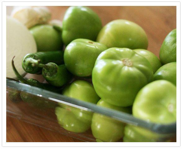 salsa-verde-tomatillo-serrano-jalapeno-onion-cilantro- by Muy Bueno