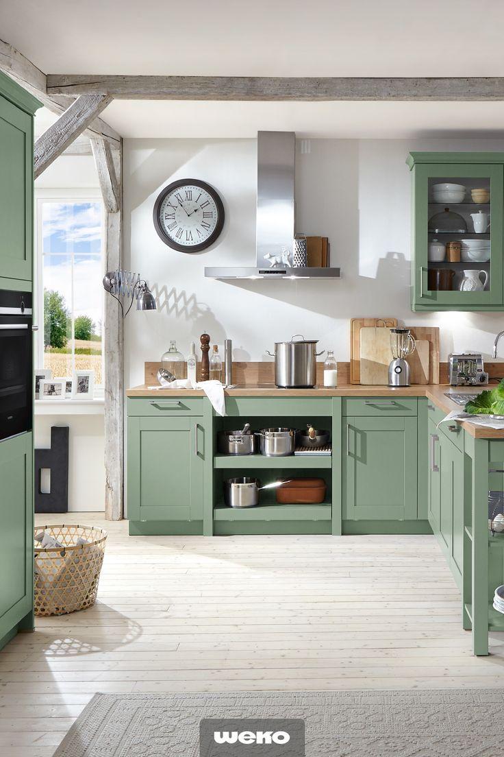 schicke landhausküche in salbeigrün. #küche #küchendesign