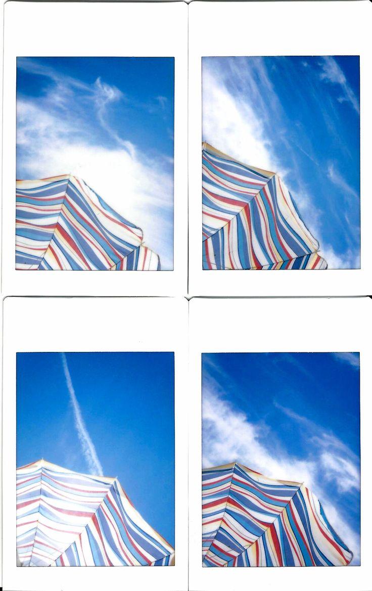 un giorno in spiaggia a riflettere sull'immensità del cielo....  Fuji instax mini 90