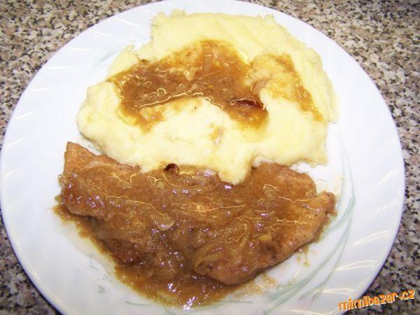 Vepřové plátky s bramborovou kaší.