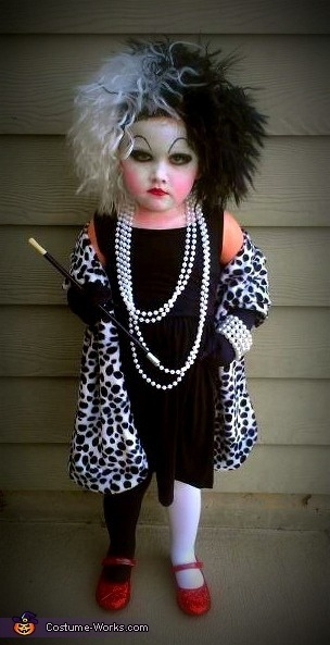 awesome cruella devill kid costume.Halloweencostumes, Little Girls, Halloween Costumes, Homemade Costumes, Cruella Deviled, 101 Dalmatians, Kids Costumes, Cruella Deville, Costumes Ideas