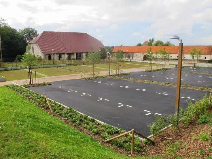 le parking de la Grange aux Dîmes.