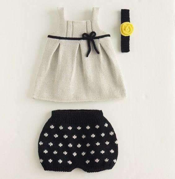 Mixer les points de tricot avec ce petit bloomer bicolore. Un modèle en coton, broderies au point de maille pour un esprit à pois. Modèle tricot n°13 du catalogue 85 Layette Bébé.
