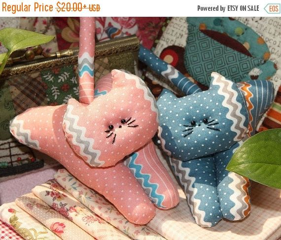 ON SALE CHRISTMAS So Cute Pink & Blue Cat Clip by JamiesQuilting