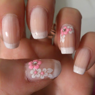Manicura Francesa con Flores