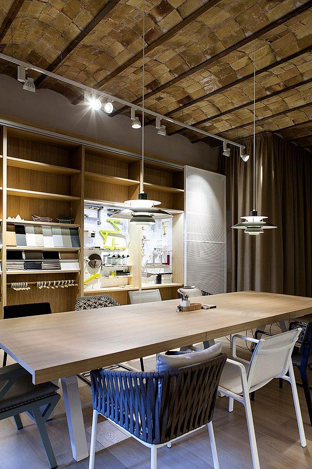 Kettal renueva sus oficinas en barcelona con un c lido for Interiorismo oficinas