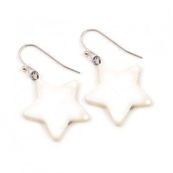 Stars: vijfpuntige sterren staan symbool voor onoverwinnelijkheid. Niet zo gek dat we ze daarom zo graag gebruiken. Een paar lieve verzilverde bellen van parelmoer voor een lief prijsje.