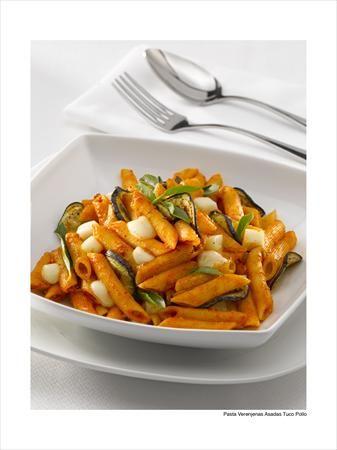 ¿Sin ganas de cocinar? ¡Te entendemos! Esta deliciosa pasta combina lo rico de su sabor junto a la textura inconfundible de la berenjena.