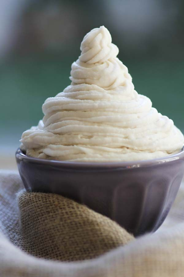 Whipped coconut milk cream is easy, delicious, and vegan too! Here's a step-by-step tutorial on how to make coconut milk whipped cream.