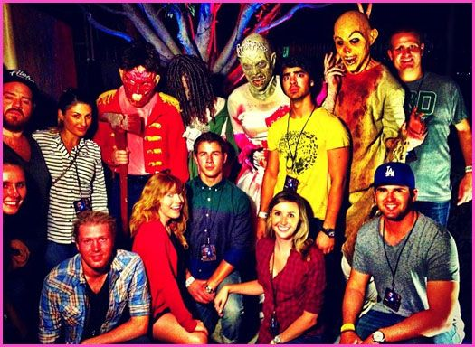 joe jonas and nick jonas attend universal studios halloween horror nights - Joe Jonas Halloween