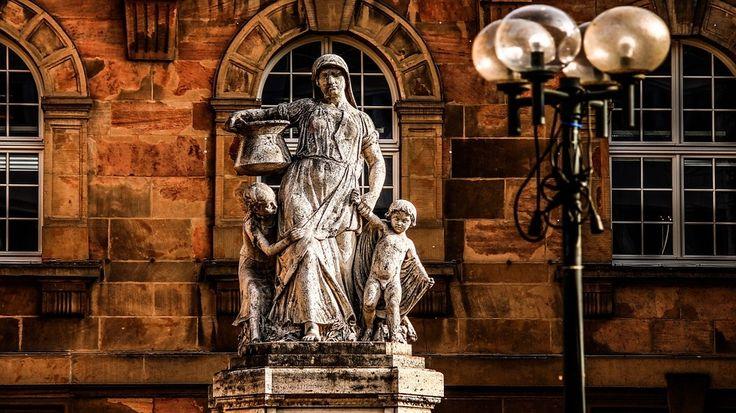 Kassel Rathaus   Kassel– Bei der Verwaltung der Stadt Kassel ist am heutigen Tag erneut eine E-Mail mit drohendem Inhalt eingegangen. In Absprache mit den Verantwortlichen der Stadt räumt die Polizei aktuell das Kasseler weiter lesen