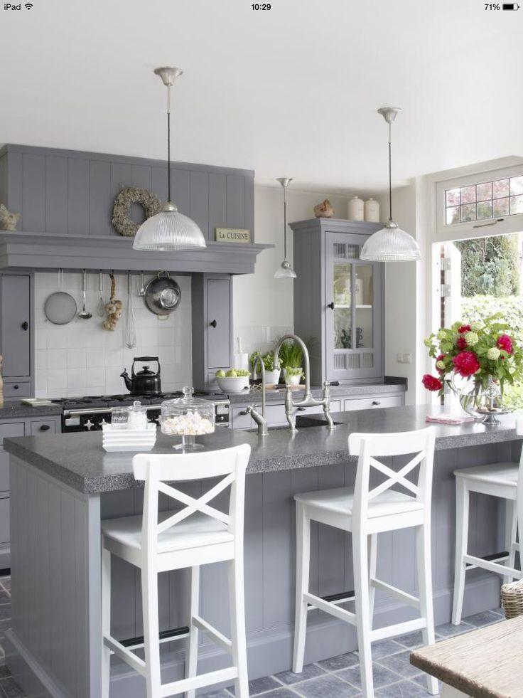 De 25 populairste idee n over keukenkastjes schilderen op pinterest kasten schilderen - Uitgeruste keuken met bar ...