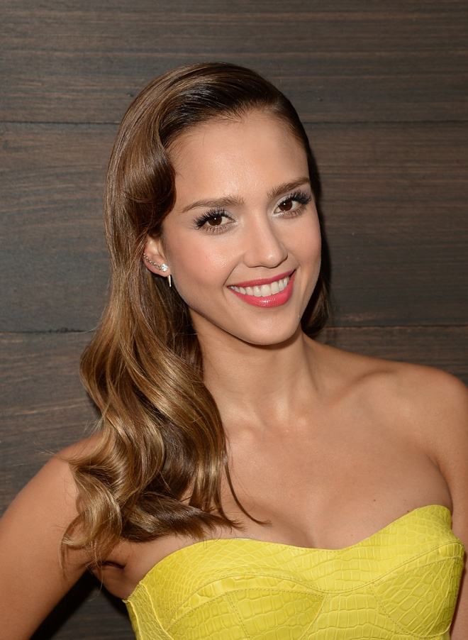 Jessica Alba's loose waves